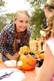 Paige Rothe helps Jordan Shuttleworth decorate her pumpkin at the 2008 Auburn Community Festival. (Auburn CA, 2008)